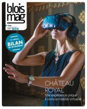 En couverture du Blois mag 135 (juillet-août 2017), une photo de femme, assise dans la salle des États du Château royal, porte un casque audio et visuel de réalité virtuelle. Elle tend la main comme pour toucher ce qu'elle voit dans le casque.