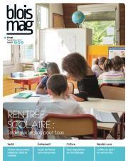 En couverture du Blois mag 136 (septembre 2017), une photo d'une classe d'école, où une femme est attablée avec deux enfants pour l'aide aux leçons. D'autres enfants sont vus en arrière-plan.