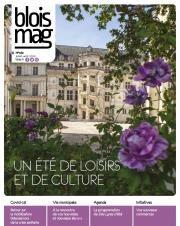 En couverture, l'escalier François-Ier du Château royal, avec la végétation abondante de ses jardins au premier plan.