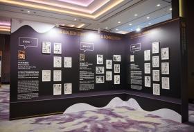 Panneaux exposant les meilleurs comics aux Golden Comic Awards, à Taïwan.