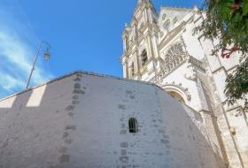 Mur de soutènement de la cathédrale Saint-Louis.