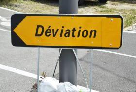 Panneau de signalisation routière «Déviation».