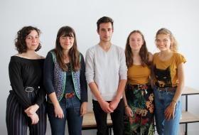 Portrait de groupe des cinq membres à l'initiative du collectif.