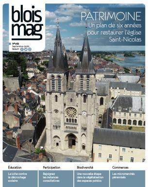 En couverture, la façade de l'église Saint-Nicolas photographiée depuis un drone, avec la cathédrale Saint-Louis, la Loire et le pont Jacques-Gabriel en arrière-plan.