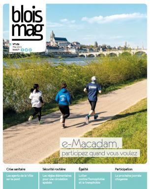 Trois personnes courent le long de la Loire, avec le pont Jacques-Gabriel et la cathédrale Saint-Louis en arrière-plan.