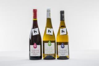 Trois bouteilles de vin b-blois.