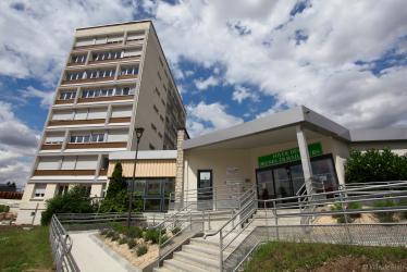 Façade de la résidence Habitat Jeune et du foyer des Jeunes travailleurs.