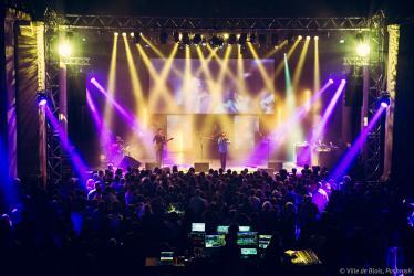 Concert d'Olly Goes to Bollywood, en 2016 dans la Halle aux grains.