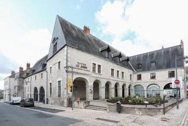 Façade du bâtiment des Jacobins, accueillant le Muséum et le musée d'art religieux