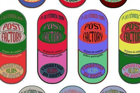 Gélules de toutes les couleurs, avec le nom la date et le lieu de l'évènement inscrits dessus.