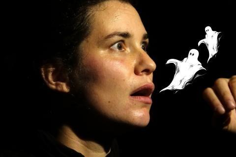 Portrait de Nathalie Rit, avec un montage de deux fantômes s'échappant de sa bouche.