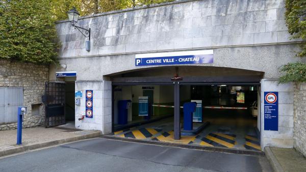 Entrée souterraine du parc de stationnement Château-Centre-ville