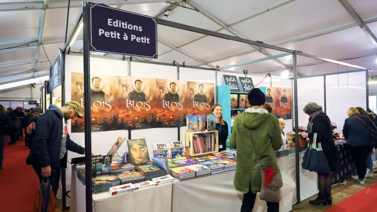 Le stand des éditions Petit à Petit présentent la bande dessinée consacrée à l'histoire de Blois.