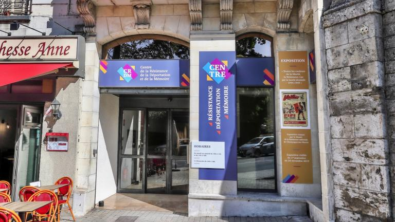 L'entrée du Centre de la Résistance, au pied du Château, 6 place Victor-Hugo.