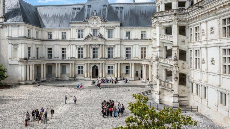 Aile Gaston-d'Orléans depuis la cour intérieure du Château royal.