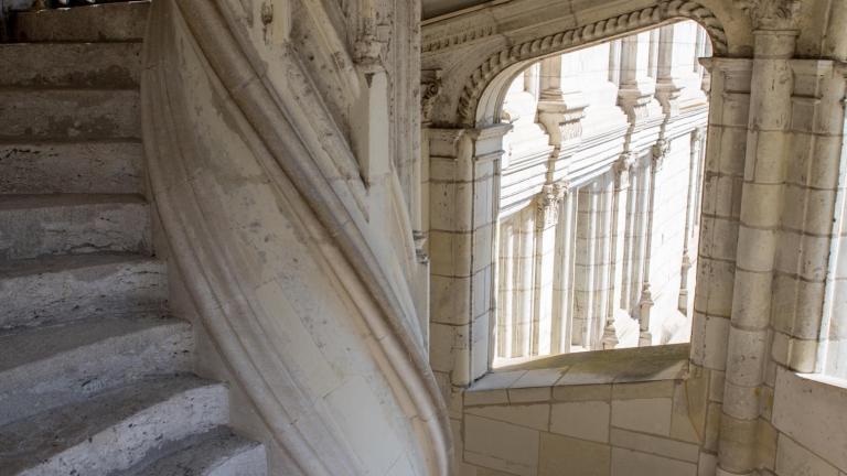 Intérieur de l'escalier François-Ier du Château royal (aile Renaissance).