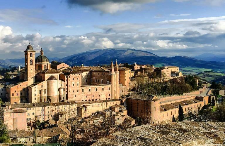 La forteresse dans le centre historique d'Urbino.