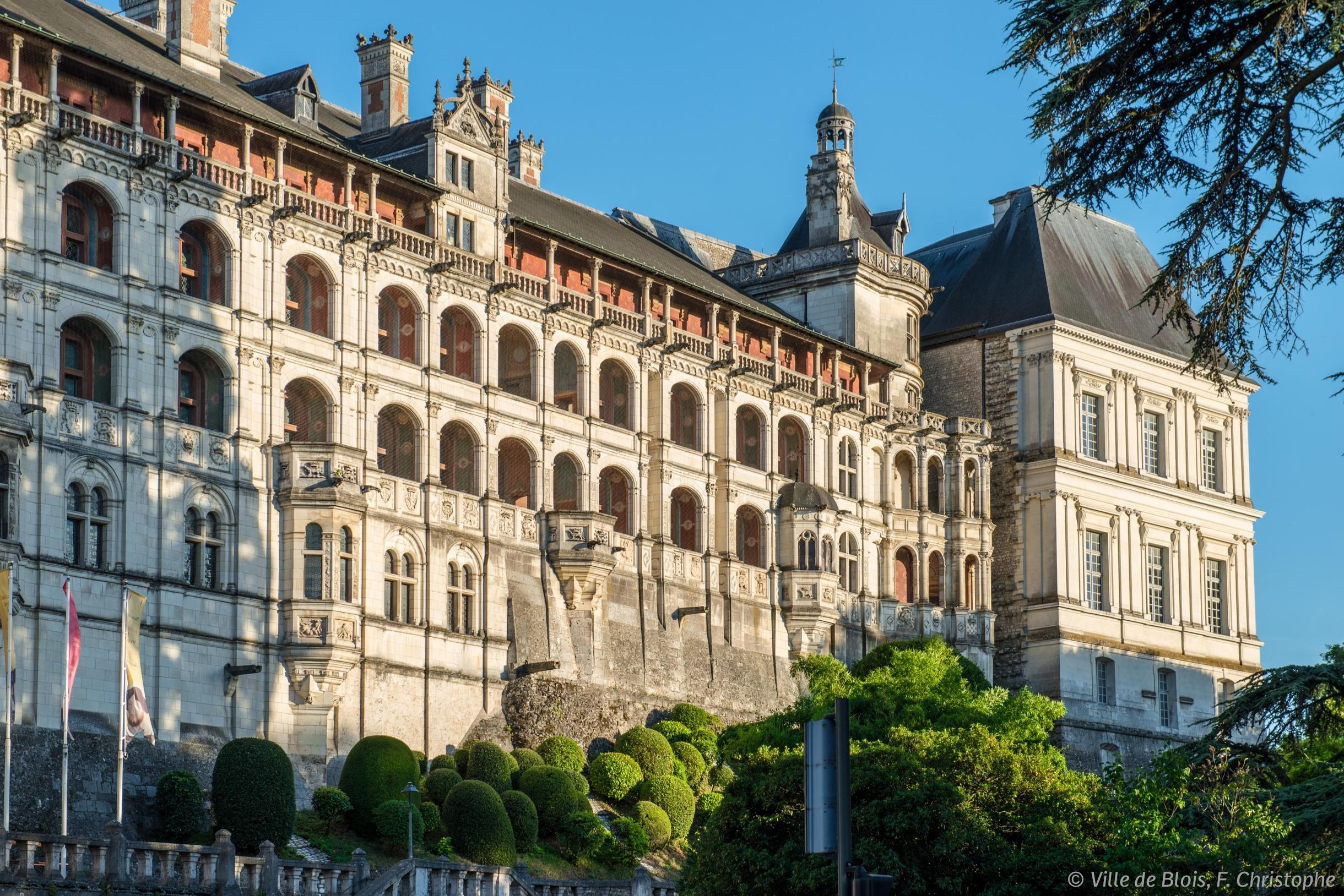 Façade des loges du Château royal de Blois.