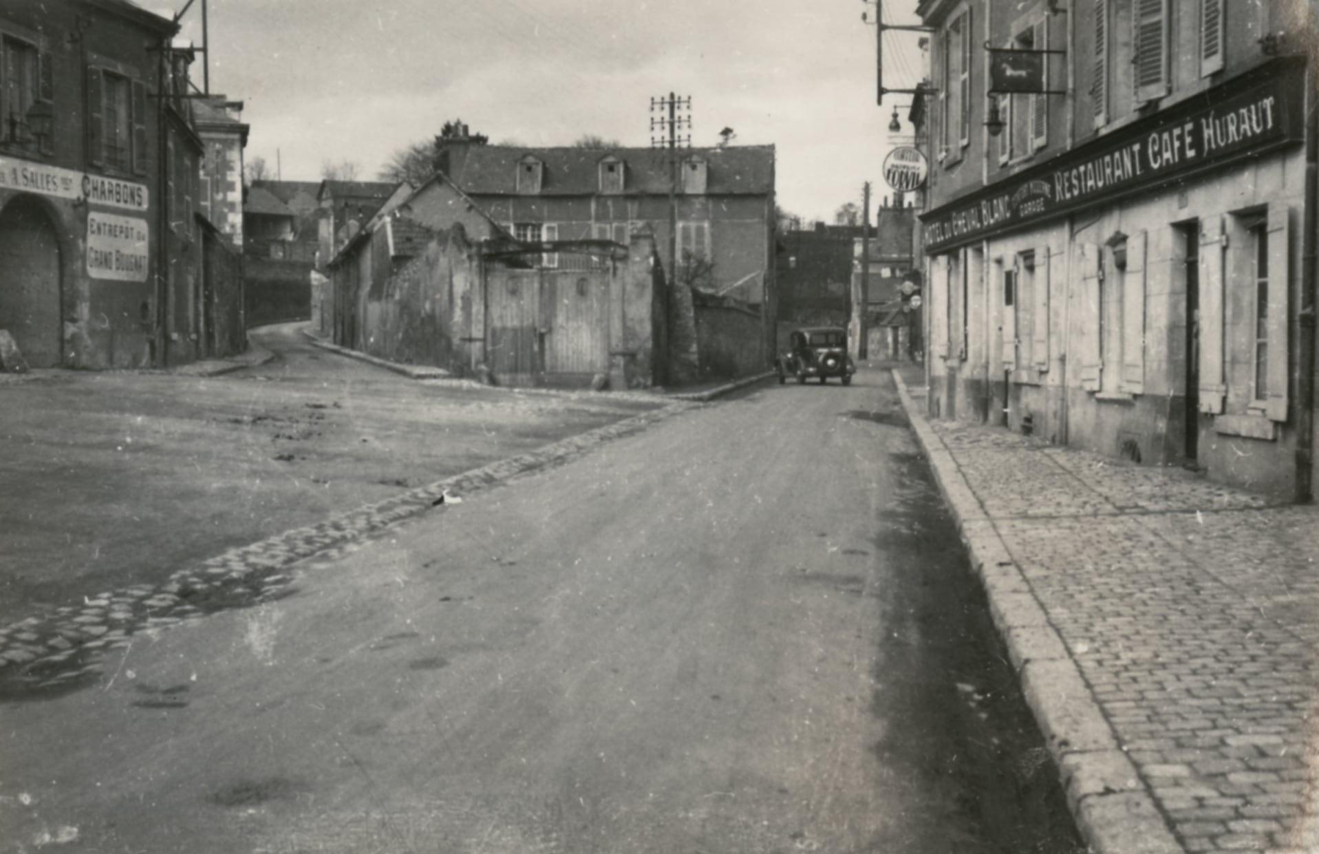 Photo d'archive du carrefour entre la rue de la Garenne et la rue du Pont-du-Gast.
