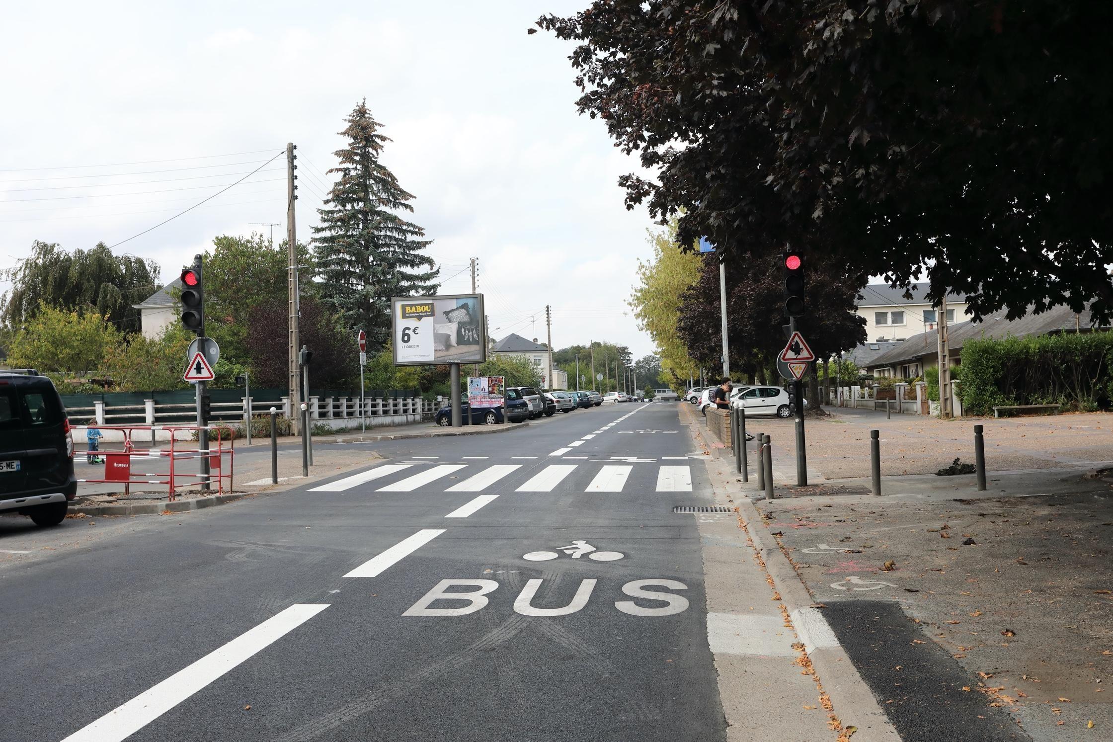 Une nouvelle voie dédiée aux bus et aux vélos, rue d'Auvergne.