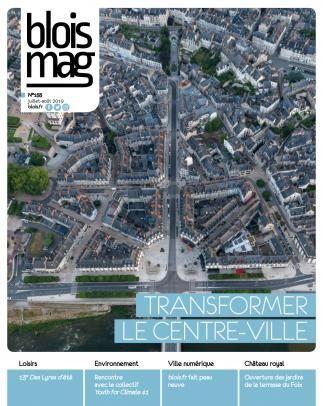 En couverture, une vue aérienne du centre-ville, l'escalier Denis-Papin en haut et le pont Jacques-Gabriel en bas.