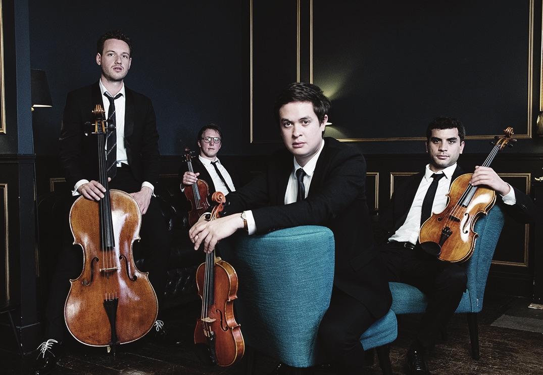 Portrait de groupe du quatuor.