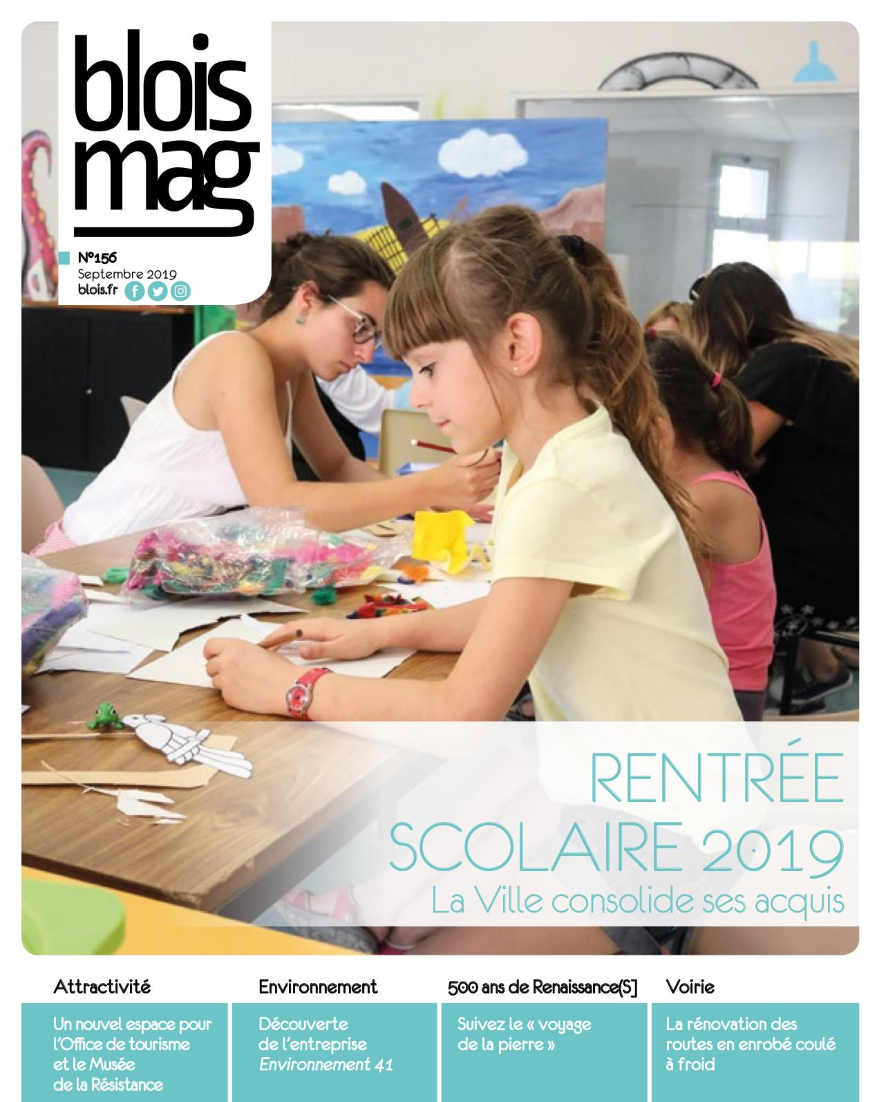 En couverture, un groupe d'enfants pratique l'art plastique en centre de loisirs Robert-Cartier.